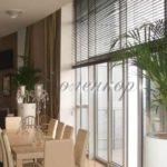 Жалюзи на кухню: практичный вариант декорирования окна