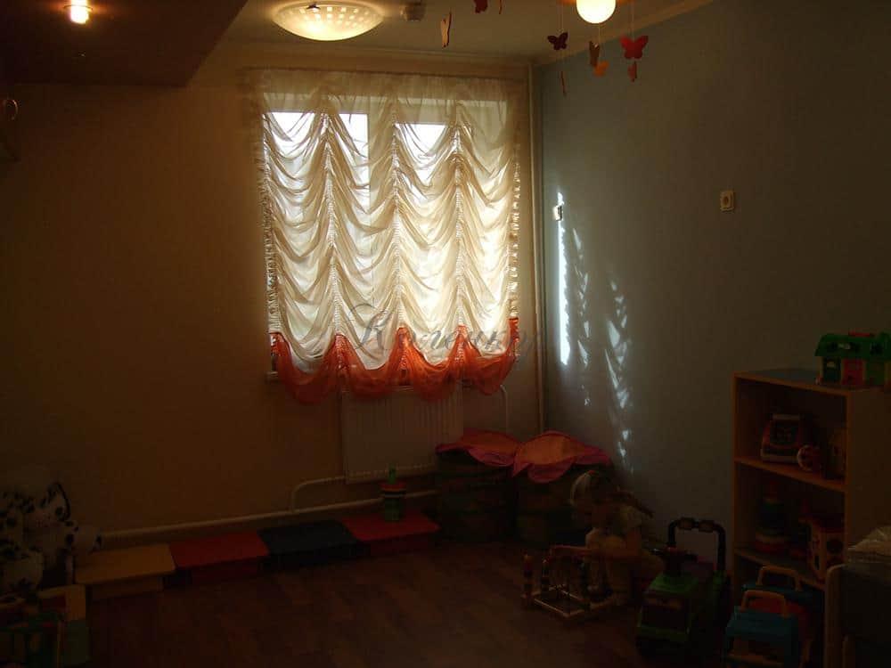 Асвтрийские шторы в оформлении интерьера детской комнаты