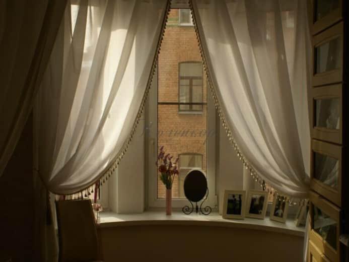 Итальянские светлые шторы с бахромой