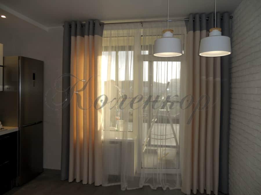 Какие шторы подходят для кухни с серыми стенами