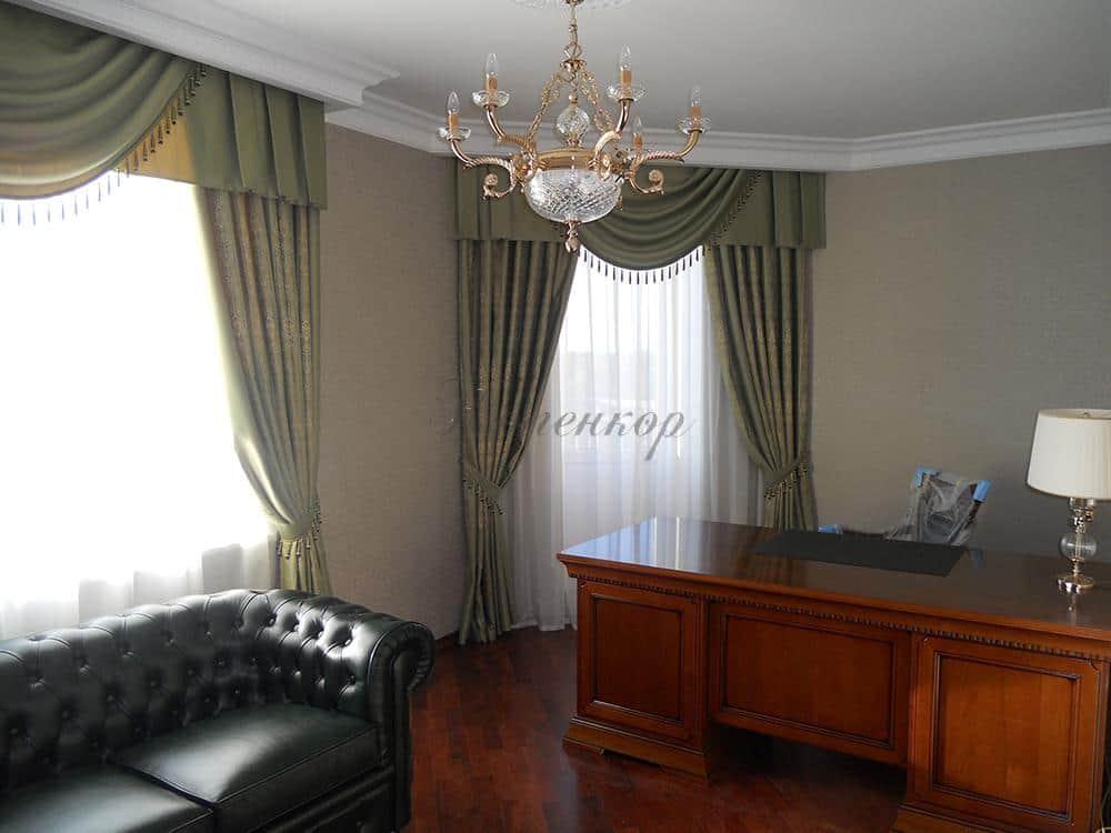 Оливковые классические шторы для кабинета