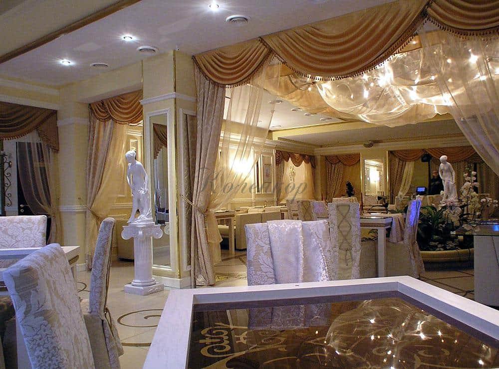 Классические шторы для оформления ресторана