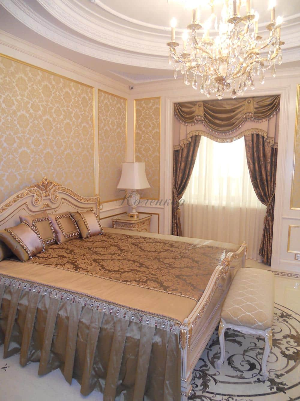 Классические бронзовые шторы в спальню с ламбрекенами