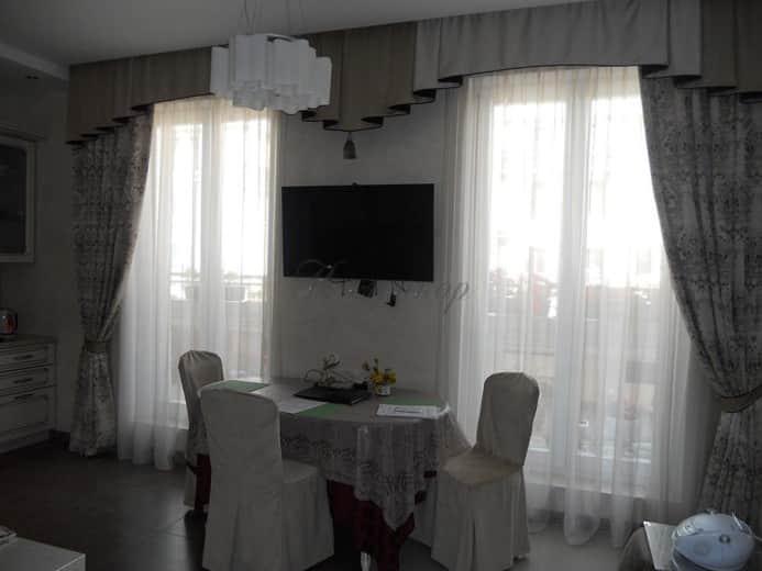 Классические шторы в интерьере столовой