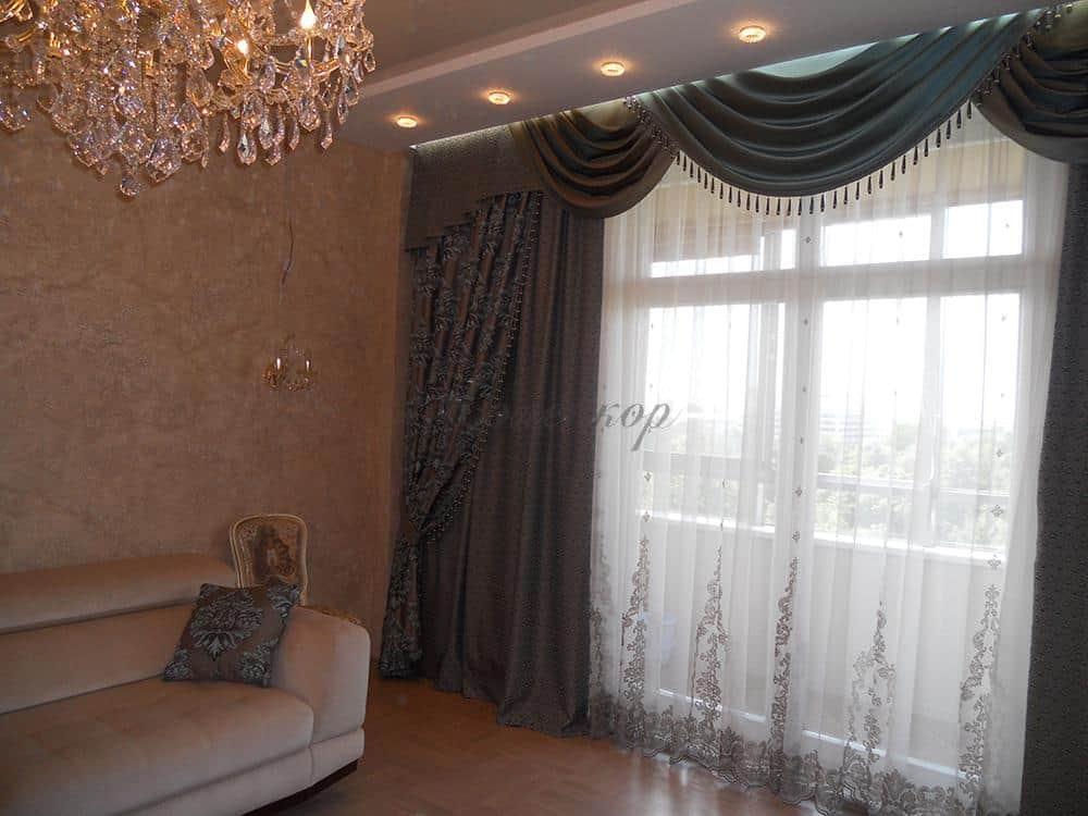 Темные классические шторы для гостиной