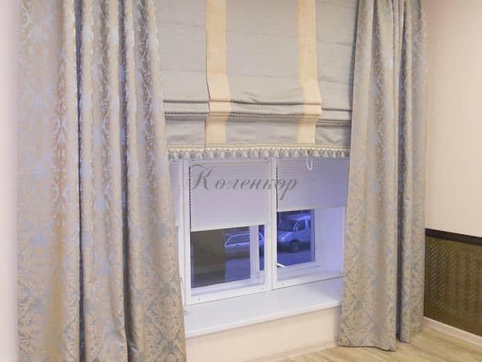 Классические римские шторы с бахромой в интерьере